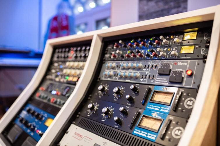 AMS-Neve-33609-studio-outboard