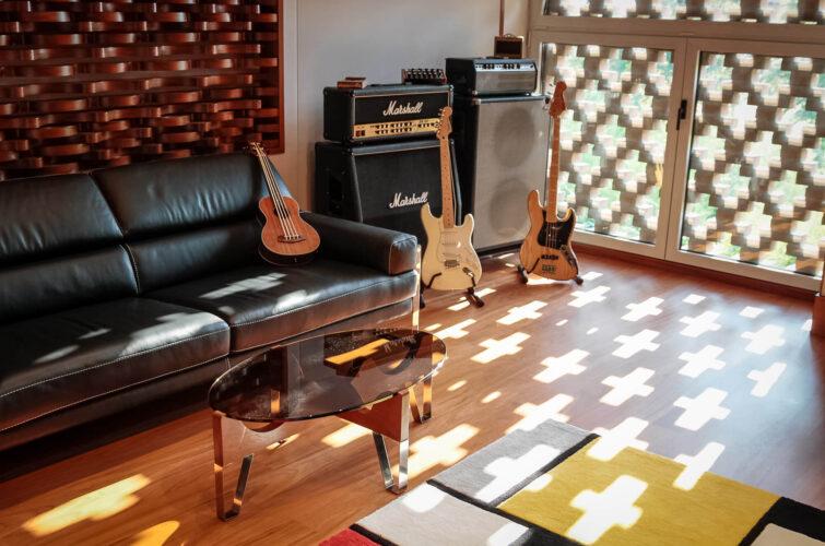 control-room-light-guitars