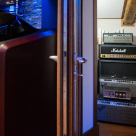 recording-studio-rooms-speakers-amplifiers